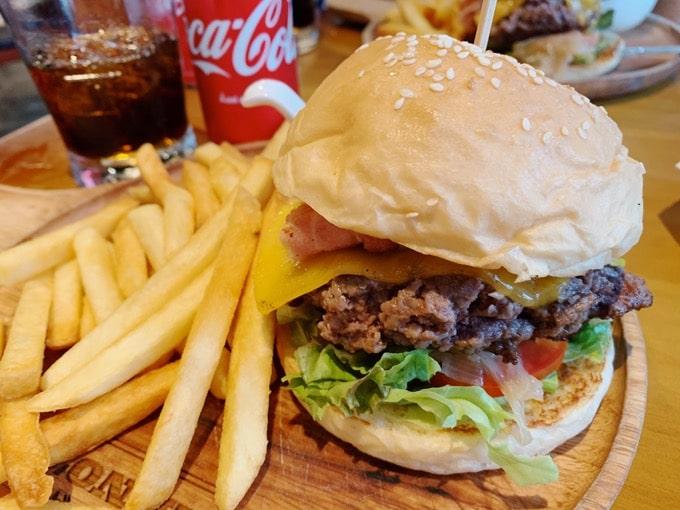 ステーキハウス「Arno's」のハンバーガー
