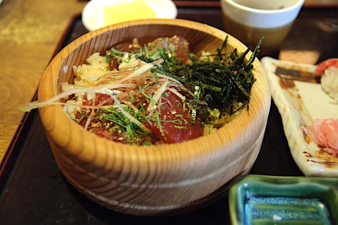 伊勢志摩の海の幸を「てこね寿司」で堪能する