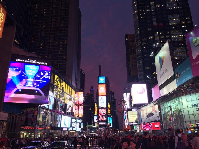 黄昏れ時のタイムズスクエア
