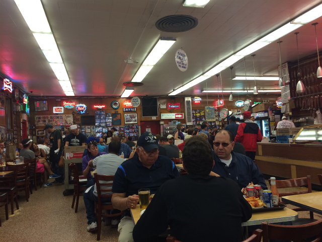 ニューヨークの食堂が大盛況