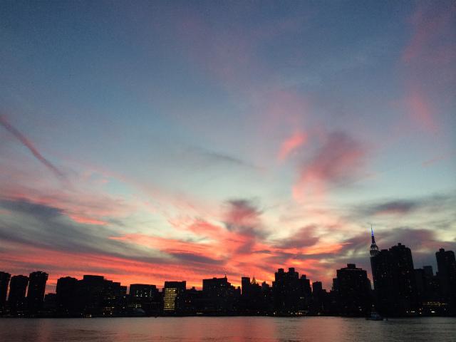 一番お気に入りの場所からマジックナイトの摩天楼を観る