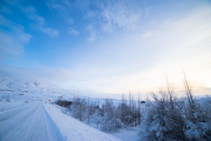 雪にタイヤを取られても急ブレーキを踏まない