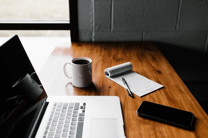 事のエントリーに必要な履歴書と職務経歴書の草案を作る