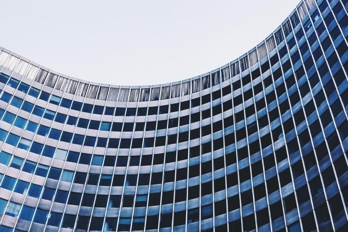 退職に関する社内規則を確認する
