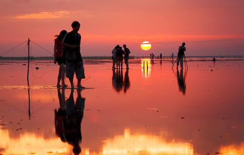 第二のウユニ塩湖?台湾にある「高美湿地」の鏡張りが美しい