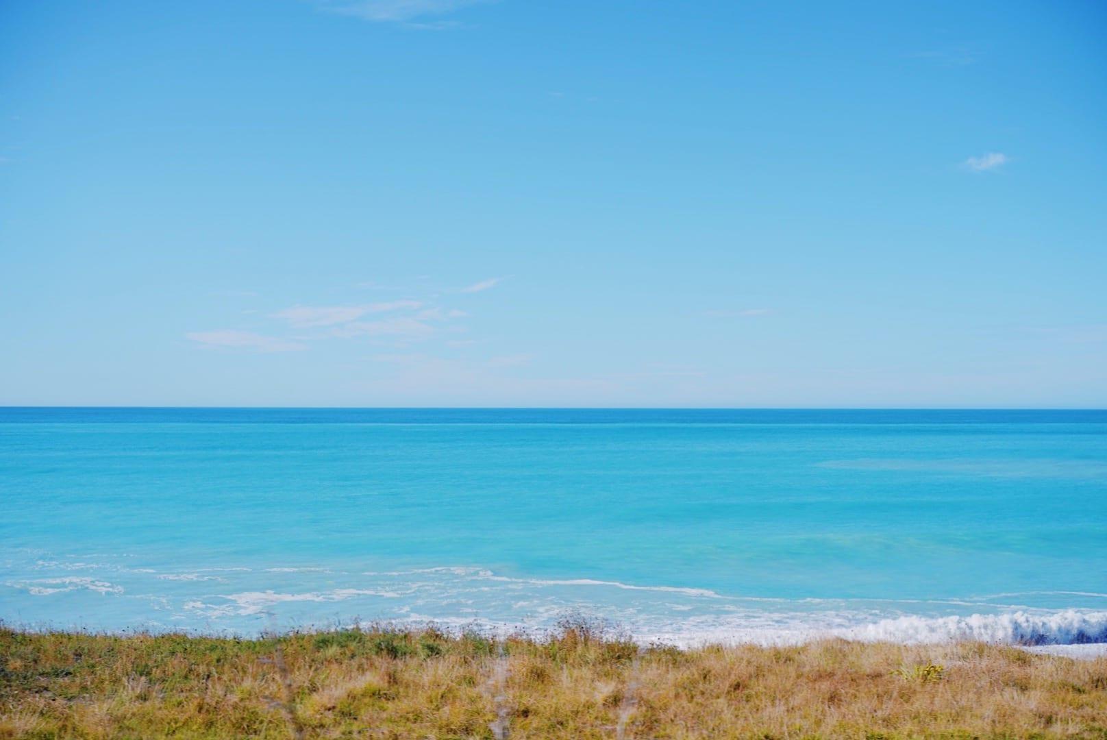 南島の海岸線を走る