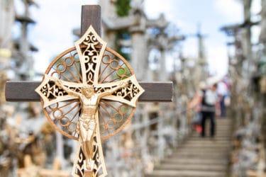 リトアニアにある「十字架の丘」に願いを込めて