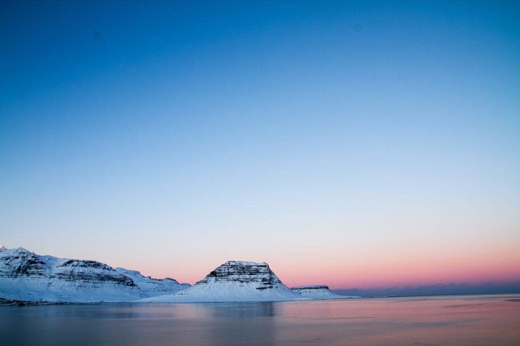 スナイフェルスネス半島の空は7色に輝く